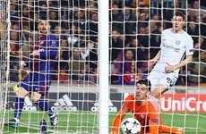 "Cận cảnh Lionel Messi hai lần ""xâu kim"" thủ môn Thibaut Courtois"