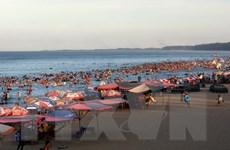 80 kiốt tại bãi biển Cửa Hội tiếp tục kinh doanh đến hết 30/9