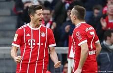 """Vùi dập Dortmund 6-0, Bayern chưa thể """"xóa dớp"""" đeo đẳng 18 năm"""