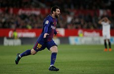 Messi cứu Barcelona thoát thua kịch tính tại Sanchez Pizjuan