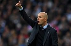 HLV Zinedine Zidane san bằng kỷ lục của Capello và Lippi