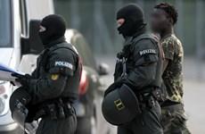 Đức khám xét trung tâm người tị nạn có hành vi chống đối cảnh sát