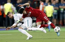 Salah có nguy cơ vắng mặt ở World Cup 2018 vì bị Ramos khóa tay