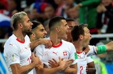"""Thuỵ Sĩ tràn đầy cơ hội đi tiếp sau cú """"thoát hiểm"""" trước Serbia"""
