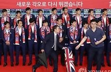 Cầu thủ đội tuyển Hàn Quốc bị ném trứng thối khi trở về nước