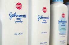 Tập đoàn Johnson & Johnson bị phạt và bồi thường hàng tỷ USD