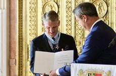 Bastian Schweinsteiger nhận huân chương Merit của bang Bavaria