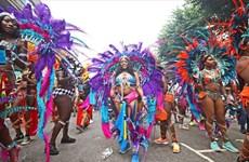Video cận cảnh lễ hội hóa trang Notting Hill rực rỡ tại Anh