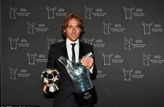 Vượt mặt Ronaldo, Modric nhận giải Cầu thủ xuất sắc nhất mùa giải