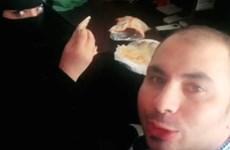 Người đàn ông bị bắt chỉ vì ăn sáng với đồng nghiệp là phụ nữ