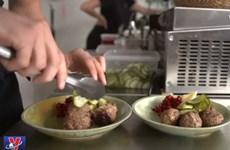 [Video] Nhà hàng dùng thực phẩm thừa chế biến thành món ăn ngon