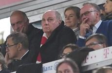"""Bayern tiếp tục """"rơi thẳng đứng,"""" chiếc ghế của Kovak lung lay"""