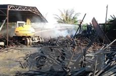 Bình Phước: Cháy lớn thiêu rụi gần như toàn bộ kho chứa gỗ