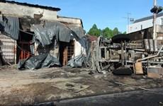 Video hiện trường vụ lật xe bồn trên quốc lộ khiến 6 người chết cháy
