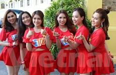 Cổ động viên Việt Nam nhuộm đỏ Bacolod trước trận bán kết AFF Cup