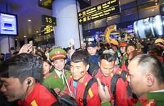 Tuyển Việt Nam về tới Hà Nội, sẵn sàng cho 'đại chiến' ở Mỹ Đình