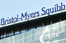 Thương vụ 74 tỷ USD tạo ra tập đoàn đứng đầu ngành dược sinh học Mỹ