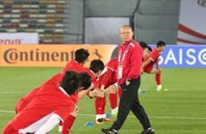 Cận cảnh tuyển Việt Nam tập luyện trên sân Zayed Sports City