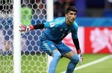 'Hãi hùng' với những pha ném bóng của thủ thành đội tuyển Iran