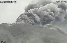 Nhật Bản: Núi lửa Shindake phun trào, tro bụi cao khoảng 500m