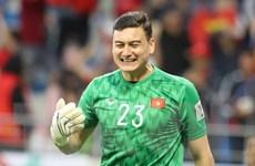 Cầu thủ Việt Nam thi nhau chia sẻ 'Anh sẽ về nhưng không phải hôm nay'