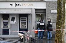 Ngân hàng giữa đại lộ Champs-Elysees bị cướp vét sạch 30 két tiền