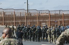"""Mỹ sẵn sàng xây dựng """"bức tường người"""" ở Mexico nếu cần thiết"""