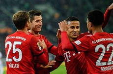 Bundesliga: Bayern Munich đuổi kịp Dortmund sau màn 'hủy diệt'