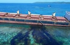 Mở chiến dịch kiểm soát dầu tràn gần đảo san hô lớn nhất thế giới