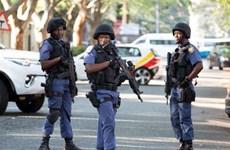 Nam Phi: Cảnh sát tìm thấy 11 quả bom xăng tại bãi đỗ taxi