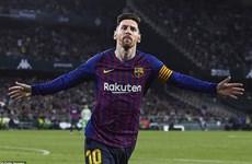 Lionel Messi lập hat-trick, Barcelona tiến sát đến ngôi vương