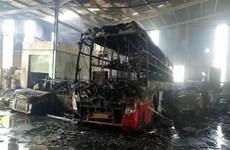 Bình Dương: Cháy lớn tại garage, ít nhất 5 xe ôtô bị thiêu rụi