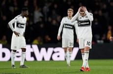 Premier League sớm xác định được hai câu lạc bộ xuống hạng