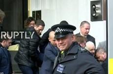 Cận cảnh nhà sáng lập WikiLeaks bị bắt tại Đại sứ quán Ecuador