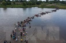 Mỹ dọa đưa người di cư bất hợp pháp đến các 'thành phố trú ẩn'