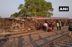 Ấn Độ: 12 toa tàu trật đường ray, 13 người phải đưa đi cấp cứu