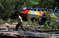 Xe buýt rơi xuống hẻm núi, gần 50 người thương vong