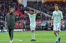 Bayern Munich may mắn thoát thua trước đội bóng 'cầm đèn đỏ'
