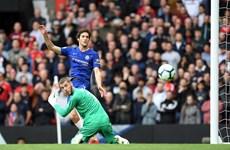 M.U-Chelsea chia điểm, cuộc đua tốp 4 Premier League 'điên rồ'