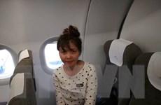 Video Đoàn Thị Hương lên máy bay về Việt Nam sau khi được thả tự do