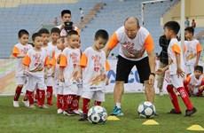 [Video] Huấn luyện viên Park Hang-seo giao lưu với trẻ em Phú Thọ