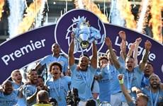 Hình ảnh ấn tượng trong ngày Man City đăng quang Premier League