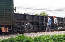 Khẩn trương khắc phục sự cố tàu hàng trật bánh tại Nam Định
