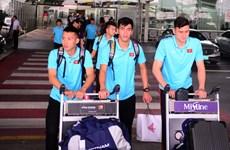 Cận cảnh HLV Park Hang-seo cùng các học trò đã tới Thái Lan