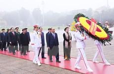 Hình ảnh các đoàn đại biểu vào Lăng viếng Chủ tịch Hồ Chí Minh