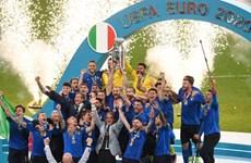 Hình ảnh đáng nhớ trong ngày đội tuyển Italy đăng quang EURO 2020