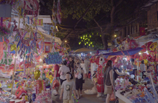 [Video] Nhộn nhịp thị trường đồ chơi Trung Thu ở Hà Nội