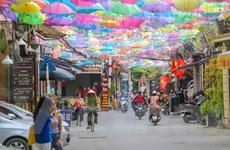 [Photo] Độc đáo con đường ô lãng mạn ngay lòng Hà Nội