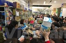 Người dân chen lấn mua khẩu trang tại chợ thuốc lớn nhất miền Bắc