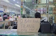 Người dân bức xúc hiệu thuốc đề biển 'không bán khẩu trang, miễn hỏi'